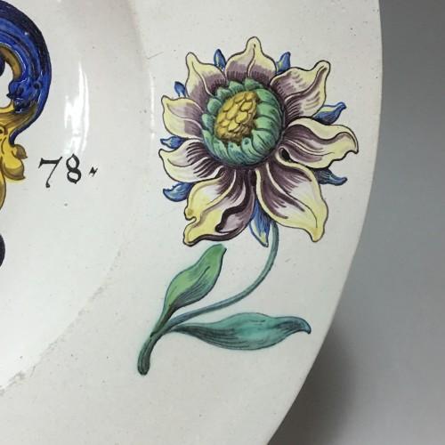 Porcelain & Faience  - WINTERTHUR (Suisse) Grand plat à décor d'armoiries - Daté 1678