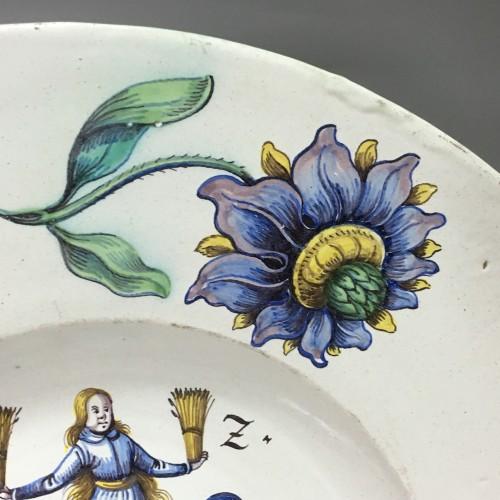 WINTERTHUR (Suisse) Grand plat à décor d'armoiries - Daté 1678 -