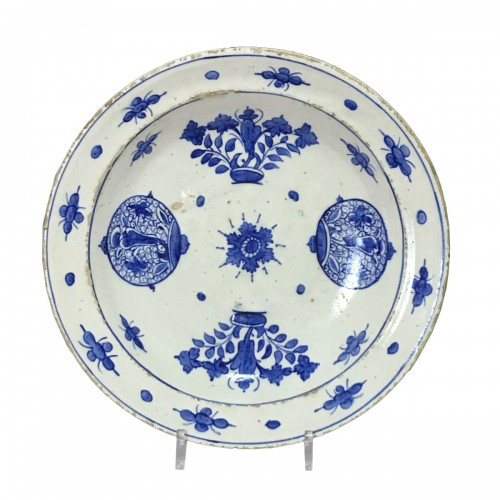 Iznik ceramic dish - Second half of the sixteenth century