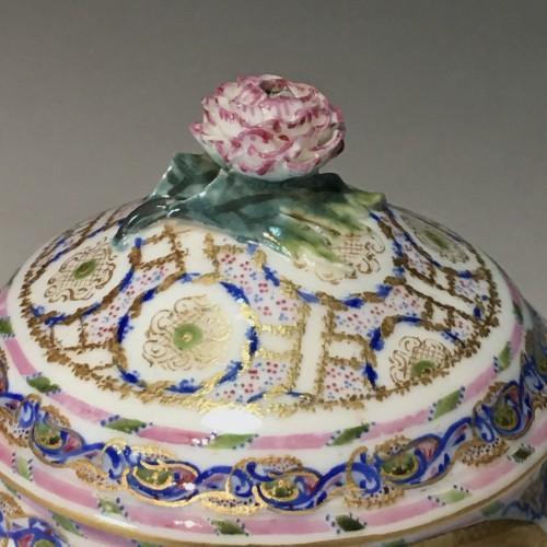 18th century - Hébert sugar pot in soft Sèvres porcelain from the eighteenth century