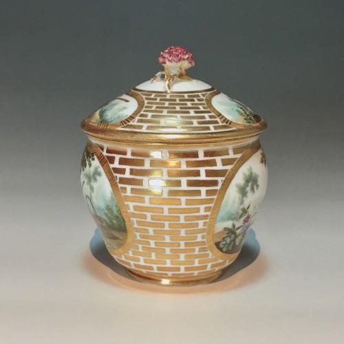 Sugar Pot Hébert in soft porcelain of the eighteenth century Sèvres - 1770 - Porcelain & Faience Style Louis XV