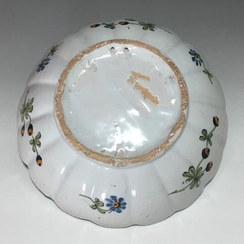 Nevers earthenware trompe l'oeil patronymic jatte - 18th century -