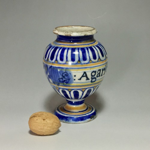 Pill pot in Majolica of Lyon - End of the sixteenth century -