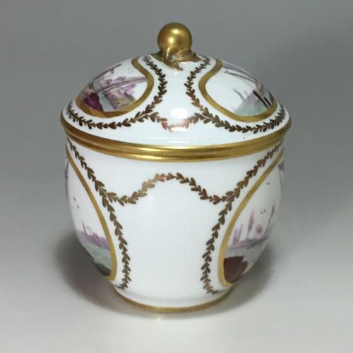 18th century Sèvres Sugar pot with port scene decoration - Porcelain & Faience Style Louis XV