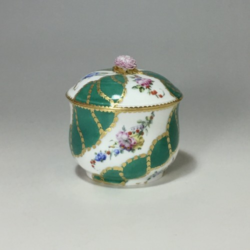 Sugar pot in porcelain of Vincennes - Sèvres - Eighteenth century - Porcelain & Faience Style Louis XV
