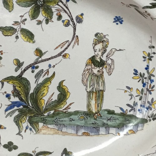 Large faience dish of Milan, Eighteenth Century - Porcelain & Faience Style Louis XV