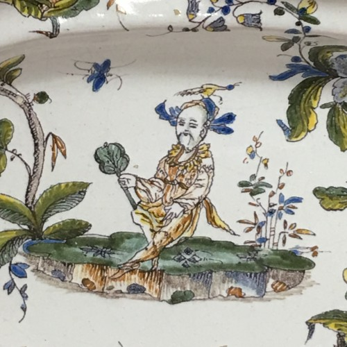 Porcelain & Faience  - Large faience dish of Milan, Eighteenth Century