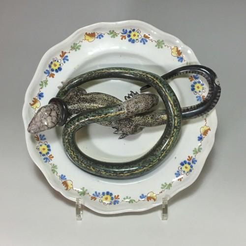 Alcora earthenware plate decorated in trompe-l'oeil - Eighteenth century - Louis XVI