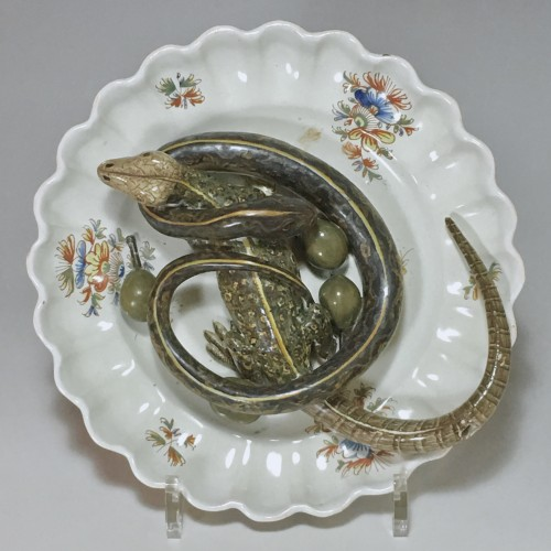 Alcora earthenware plate decorated in trompe-l'oeil - Eighteenth century - Porcelain & Faience Style Louis XVI