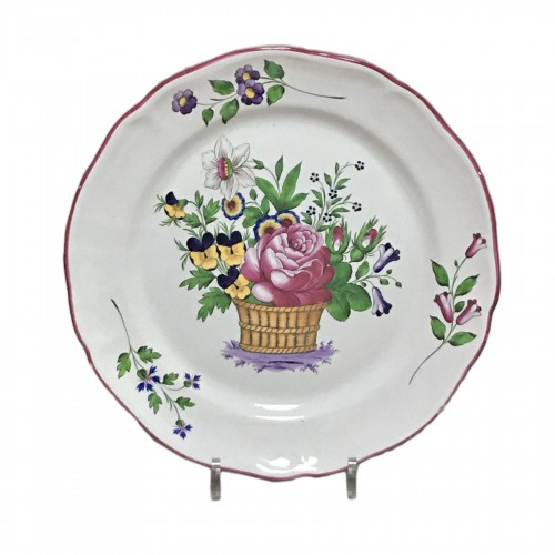 Les Islettes - Dish decorated with a flower basket - Nineteenth century