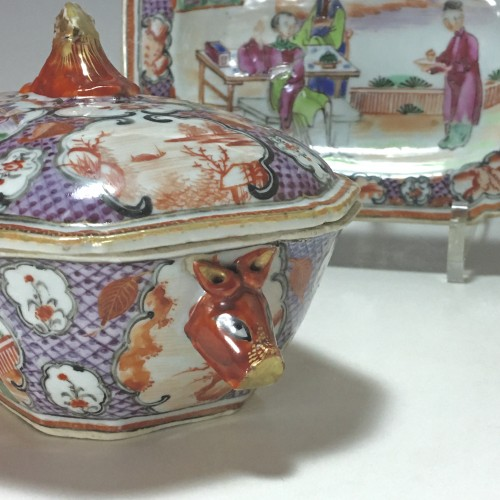 Porcelain & Faience  - China - India Company - Small terrine and its display unit - Qianlong perio