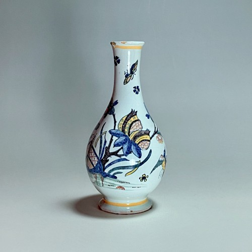 Porcelain & Faience  - 18th century Sinceny earthenware - Vase with Chinese decor
