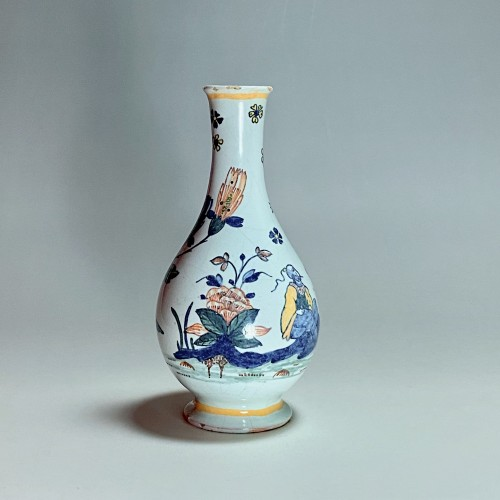 18th century Sinceny earthenware - Vase with Chinese decor -