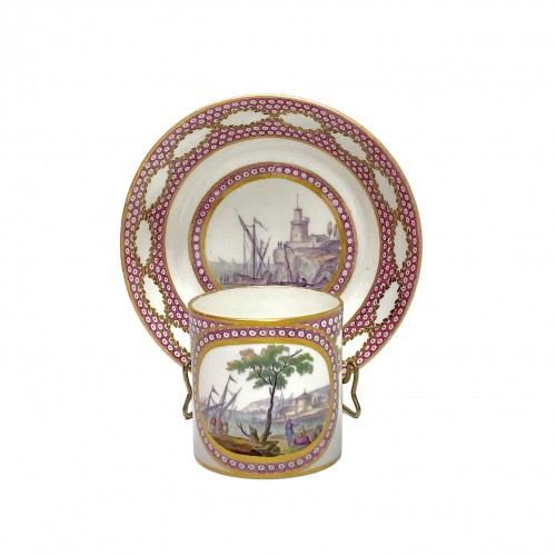 Sèvres - Cup and saucer decorated with maritime scenes - Eighteenth century