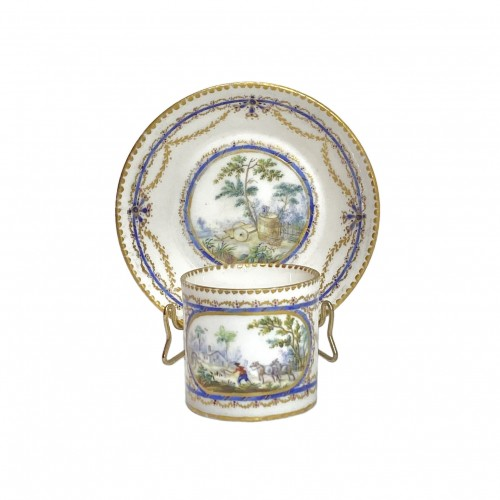 "Cup and saucer ""Mignonnette"" in soft Sèvres porcelain - Eighteenth century"