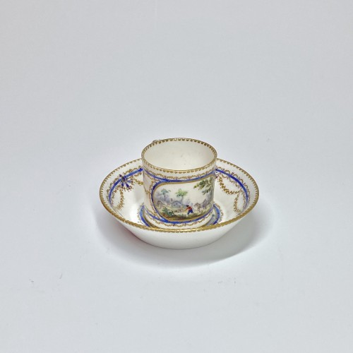 "Cup and saucer ""Mignonnette"" in soft Sèvres porcelain - Eighteenth century - Porcelain & Faience Style Louis XVI"