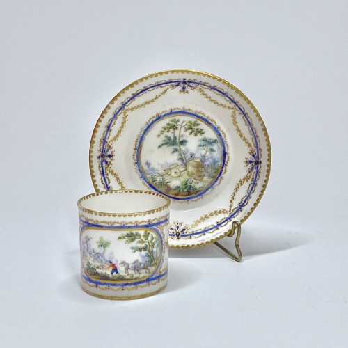 "Porcelain & Faience  - Cup and saucer ""Mignonnette"" in soft Sèvres porcelain - Eighteenth century"