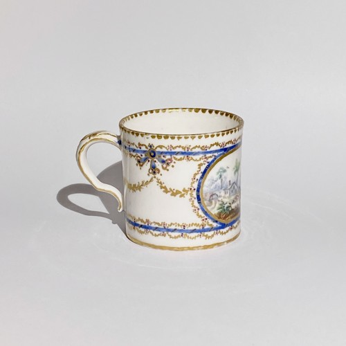 "18th century - Cup and saucer ""Mignonnette"" in soft Sèvres porcelain - Eighteenth century"