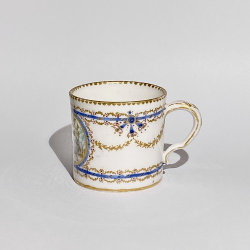 "Louis XVI - Cup and saucer ""Mignonnette"" in soft Sèvres porcelain - Eighteenth century"