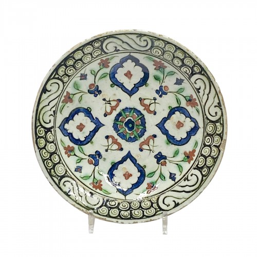Iznik - Dish decorated with four mandorles - Seventeenth century