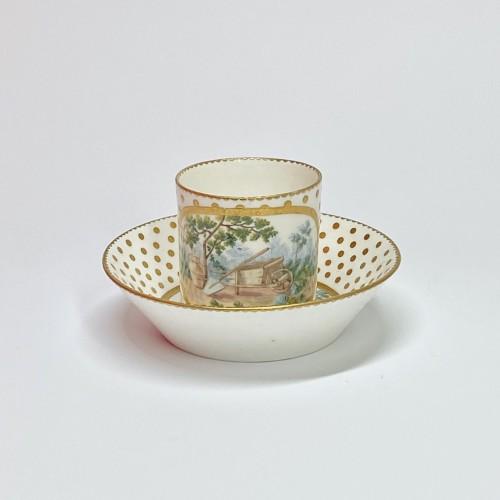 Soft Sèvres porcelain litron goblet - Eighteenth century - Porcelain & Faience Style Louis XV