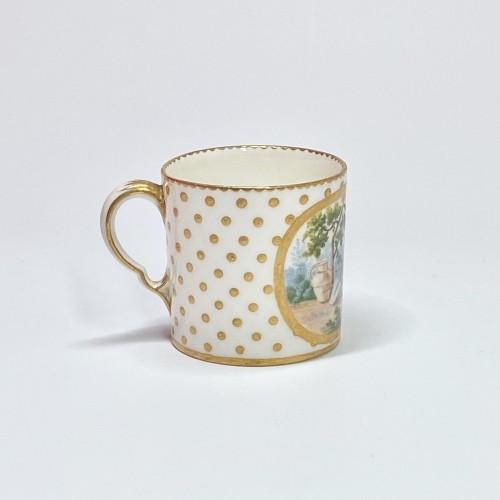 Louis XV - Soft Sèvres porcelain litron goblet - Eighteenth century