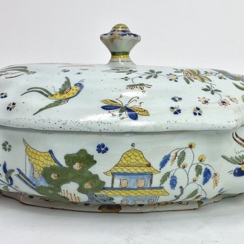 Porcelain & Faience  - Chinese decoration tureen - Sinceny 18th century