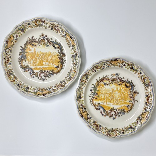 Antiquités - air Pair of Marseille earthenware dishes with scenes from the life of Don Quixote