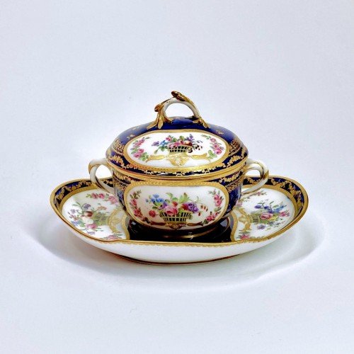 Bouillon bowl with blue background - 18th century Sèvres porcelain - Porcelain & Faience Style Louis XVI