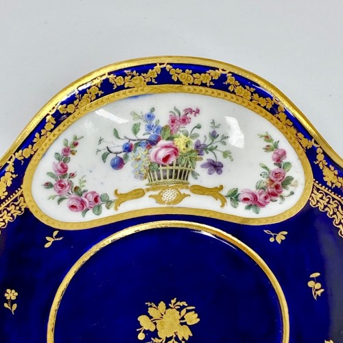 Bouillon bowl with blue background - 18th century Sèvres porcelain - Louis XVI