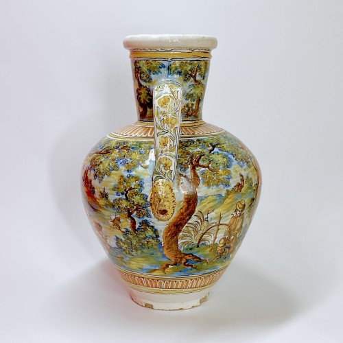 Talavera de la Reina 1680-1700  - Jar decorated with bird hunting scene -