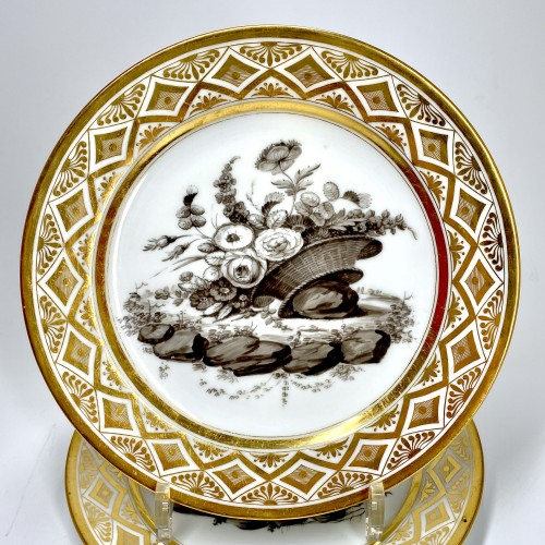 18th century - Paris - Pouyat & Russinger  Eight plates decorated in grisaille  Circa 1800