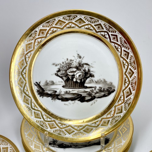 Directoire - Paris - Pouyat & Russinger  Eight plates decorated in grisaille  Circa 1800