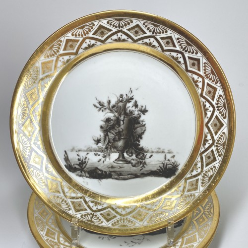 Antiquités - Paris - Pouyat & Russinger  Eight plates decorated in grisaille  Circa 1800