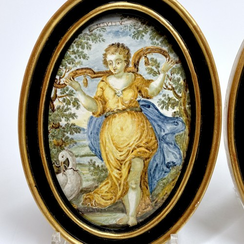 """Pair of Castelli plaques """"Marriage and Servitude"""" - Eighteenth century - Porcelain & Faience Style French Regence"""