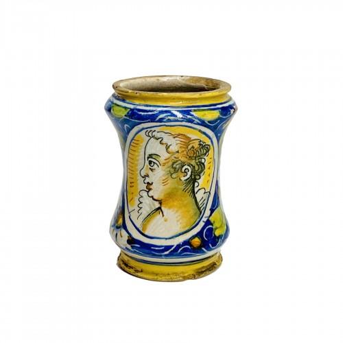 Small albarello in Venetian majolica - Sixteenth century