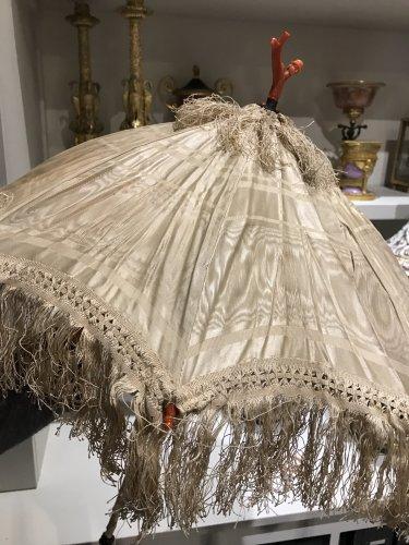 Antiquités - Folding umbrella decorated with coral, circa 1860