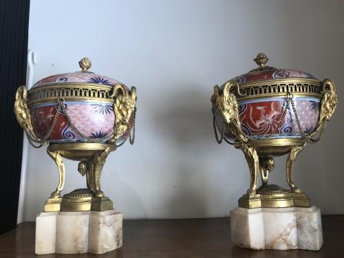 Pair of bronze mount imari porcelain Pots-Pourri vases - Decorative Objects Style