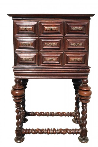 Small cabinet in natural wood, 18th century Portugal