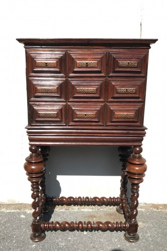 Small cabinet in natural wood, 18th century Portugal - Furniture Style