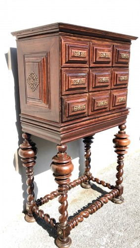 Furniture  - Small cabinet in natural wood, 18th century Portugal