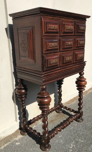 - Small cabinet in natural wood, 18th century Portugal