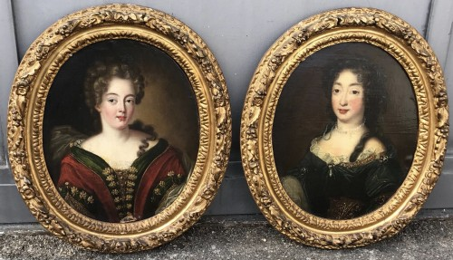 Small Pair of ladies portraits - French School of the eighteenth century -