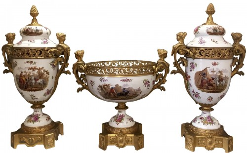 Importante garniture en porcelaine et bronze doré