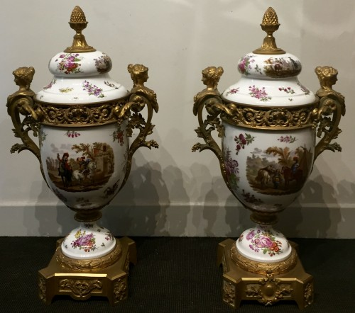 19th century - Large porcelain and gilt  bronze three piece garniture set