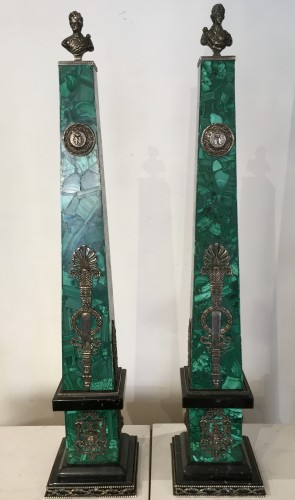 Pair of malachite, silver and black marble obelisks - Decorative Objects Style