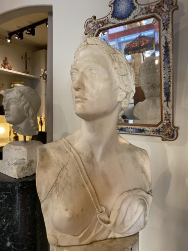 Neoclassical bust in white marble, Italy late 18th century -