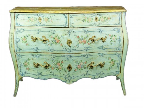 Italian 18th century Lacquered commode