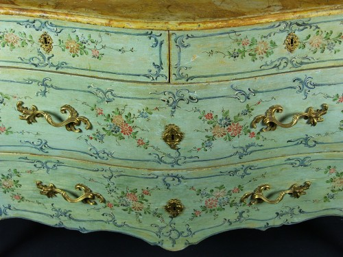 Furniture  - Italian 18th century Lacquered commode