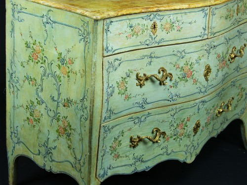 Italian 18th century Lacquered commode -